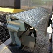 manual edge of dock leveler