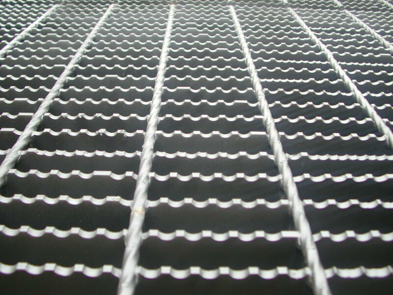 serrated grating