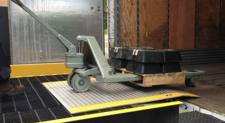 industrial dock plate with cart